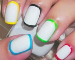 unhas-decoradas-com-bordas-coloridas-300x239