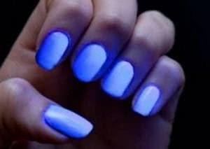 unhas-neon-brilha-no-escuro-300x213
