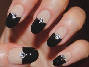 unhas-com-diamantes-decoradas-300x226