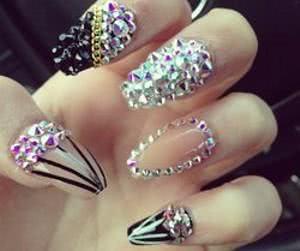 unhas-de-diamante-diferentes-300x251