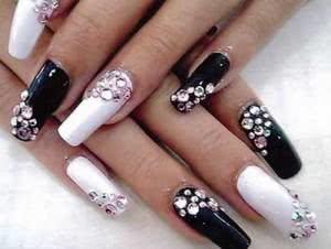 unhas-decoradas-com-diamantes-300x226